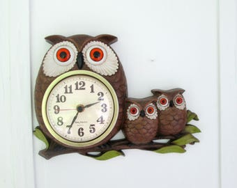 Trio of Owls Plastic Owl Wall Clock 1970s Battery Operated Home Kitchen Time Piece