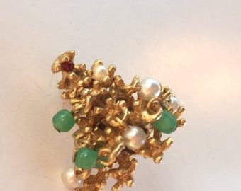 SPRING SALE Beautiful Vintage Gold Christmas Tree Brooch with Green glass Dangles