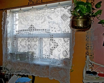 Antique Vintage French Knotted Filet White Linen Thread Handmade Tablecloth /Window Panel Overshot