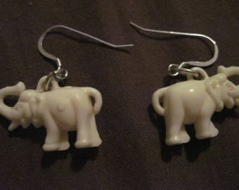 """20% off!! Vintage 60's Sterling Silver & White Elephant """"Good Luck"""" Raised Trunk Earrings..4176....RESCUED/RECLAIMED Bridal/Special/Everyday"""