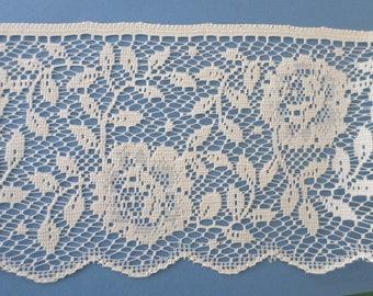 Wide lace scalloped edge off white rose flat lace, vintage destash