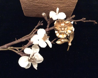 Vintage Gold and Cultured Pearl Flower Brooch, Vintage Flower Pin, Vintage Jewelry