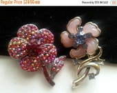 Vintage Flower Brooches Set of 2 Pins ** Collectible Vintage Jewelry **