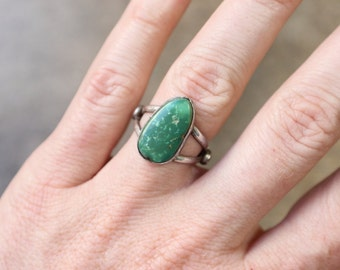 Turquoise RING / Simple Southwest Jewelry / Vintage Early Style Sterling Silver Ring / Size 6 3/4