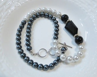 Black and White glass pearl necklace