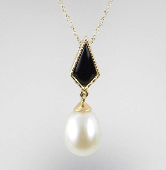 "Pearl and Onyx Pendant Necklace 14K Yellow Gold Chain 18"" Black and White"