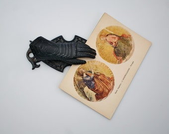 Vintage Cast Iron Hand Clip Photo Notecard Holder - Medieval Knight Armor Hand Clip Desk Accesory Letter Mail Holder - Gloved Hand Clip
