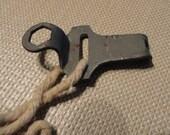 C461)  Vintage Roller Skate Key
