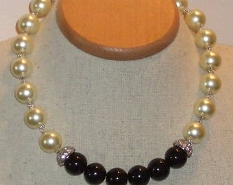 Black and White elegance choker necklace Version 2