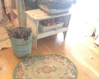 Fabulous shabby chic  wool  latch hooked rug  roses shabby decor prairie