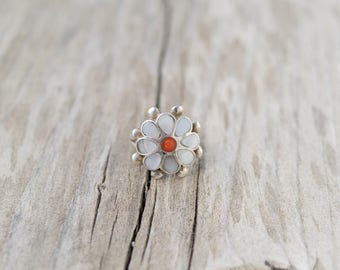 Vintage Native American Zuni Flower Ring Sterling Silver Mother Of Peal Coral