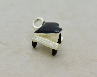 1 - 3D Baby Grand Piano Charm White Enamel Silver Brass Vintage Style Pendant Charms Jewelry Supplies Pianos (AR071)