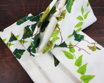 4 Heavy Cotton Napkins With Grape Leaves and Tendrils  Vintage