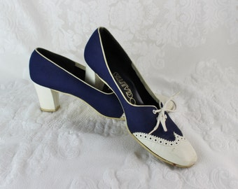 Vintage Wingtip Ladies Shoes- Navy Blue/ ivory- Block Heeled, Spectator pumps,  Lace-up- Size 8-1/2 M- Mady by Socialites- Leather soles