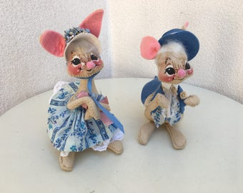 """Vintage 1976 AnnaLee rabbit dolls man woman in  blue pink outfits 6"""""""