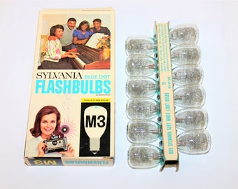 Vintage 1960s Sylvania M3 Flashbulbs Box of 12