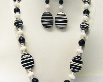 Okapi Safari Tour Acrylic Bead Necklace/Bracelet/Earrings Set