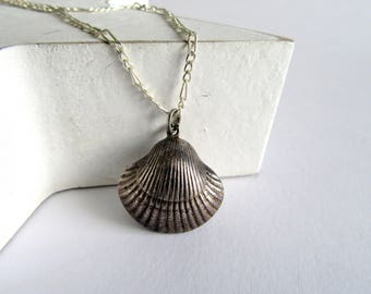 Vintage Silver Shell Pendant.