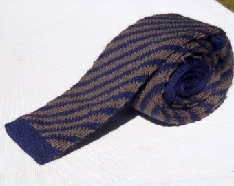 Vintage 1980s Navy Wool Square End Knit Tie with Olive Diagonal Stripes By Ray Strauss