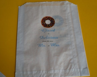 50 Wedding Donut Bags/Sweet Treats Wedding Favor Bags/Shower Bags/Donut Bags/Glazed & Delicious from the new Mr and Mrs.