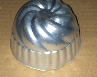 Small Aluminum Tin JELL-O Mold Mini Bundt Round Shape