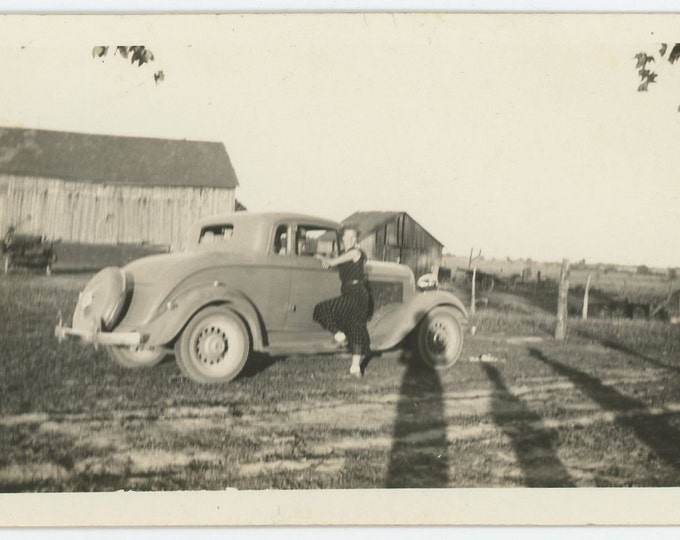 Vintage Snapshot Photo: Teenagers, Shadows, Coupe Automobile West Mansfield, OH c1937-8 [71540]