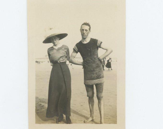 Vintage Snapshot Photo: Beach Couple, c1910s (73556)