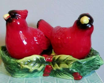 Cardinal Bird Salt & Pepper Shakers with Tray, Christmas Anytime, Cardinals, Red Green, Cute, Ceramic, 3 Pieces  ~ BreezyJunction.etsy.com