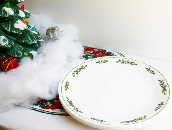 Update your everyday dinnerware with style, substance and convenience with the Corelle Livingware Durable Glass Dinnerware Set, Winter Frost White.