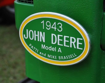 Tractor plaque on oval
