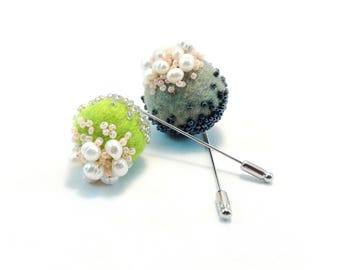 Green Grey Felted Brooch. White Fresh Water Pearls Brooch. Hand Felted Merino Wool Brooch. White Pearls Jewelry. Statement Felted Brooch