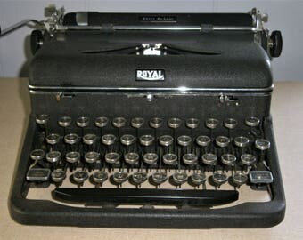 Royal Typewriter / Royal Quiet Deluxe / Portable Manual Typewriter / 1940's Royal Typewriter / Quiet Deluxe Model A