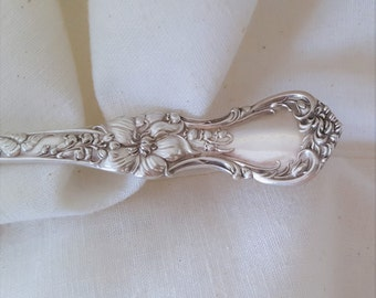 "Victorian Silverplate Master Butter Knife 7 5/8""- Floral Pattern 1902 by Wallace"