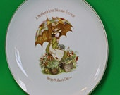 "DMu2249 - Vintage 1976 ""Holly Hobbie"" Commemorative Edition 10"" Mother's Day Plate"