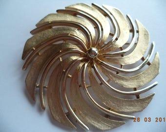 Vintage Signed Sarah Coventry Large Goldtone/Brushed Swirl  Brooch/Pin