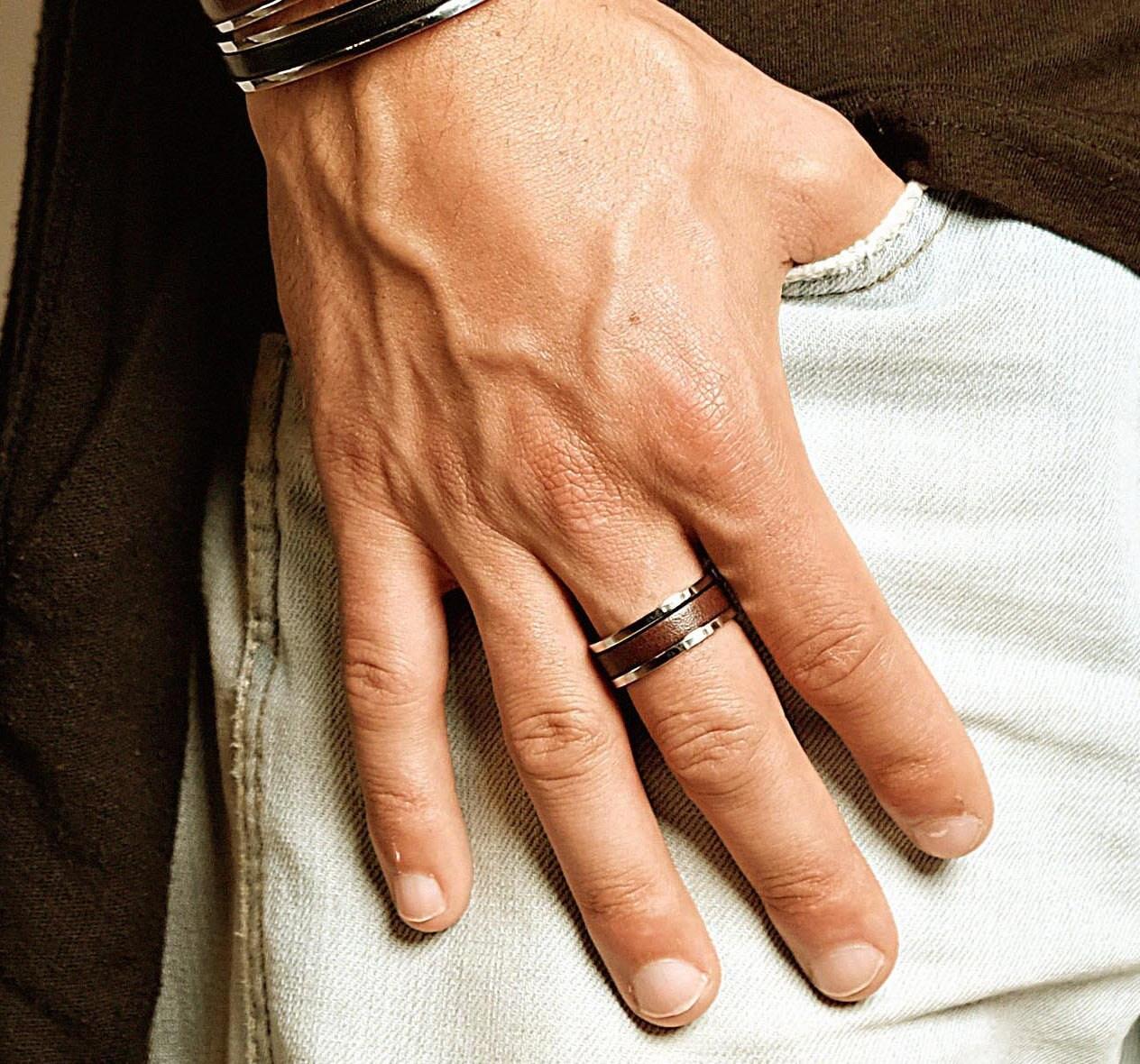cadeau personnalis de mens bague pour homme en cuir anneau. Black Bedroom Furniture Sets. Home Design Ideas