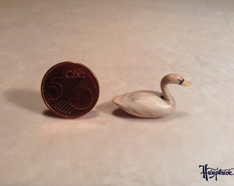 Wooden miniature swan (ID No. s2)