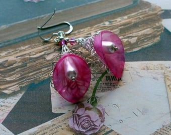 Lucite Flower Earrings, Calla Lily Earrings, Victorian Earrings, Boho Earrings, Drop Earrings, Vintage Style, Pink Flower Earrings