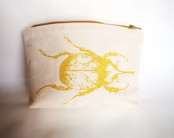 Cover in fabric screen printing pattern mustard beetle.