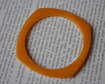 Vintage Bakelite Bangle - 1960s Retro Tangerine Bracelet, Orange Bakelite, Geometrical Bracelet