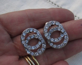 Vintage Rhinestone Intertwined Circular Pierced Earrings