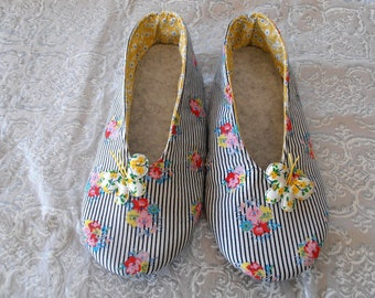 SHOES woman version flowered and striped, butterfly