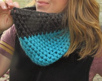 Puff stitched, color blocked Cowl