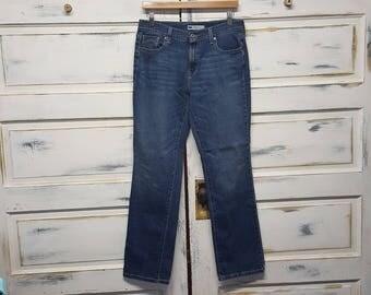 Vintage mom jeans 80s 90s boyfriend jeans, staight legs; tab Levis 505, Size 10 m; W30 L32