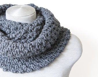 Crochet circle scarf - Infinity scarf - Oversized scarf - Grey scarf - Chunky circle scarf - Crochet cowl scarf - Hand knitted scarf