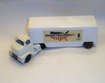Tootsitoy Dean Van Lines  / Truck with Cargo / 1963 to 1967