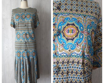 Women's Vintage 60s Teal Pink and Gold Decorative Fancy Print Drop Waist Pleated Dress // Size S M