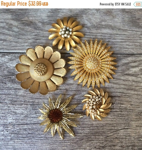 ON SALE Starburst Floral Vintage Pin Grouping, Mini Brooch Collection, Sarah Coventry, Trifari, Gold