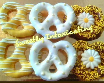 12CT. Yellow & white daisy inspired chocolate covered pretzels. Dessert table, candy buffets, birthdays, baby  and bridal showers