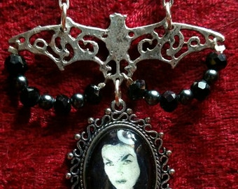 Rockabilly VAMPIRA Bat & Crystal Pendant Necklace